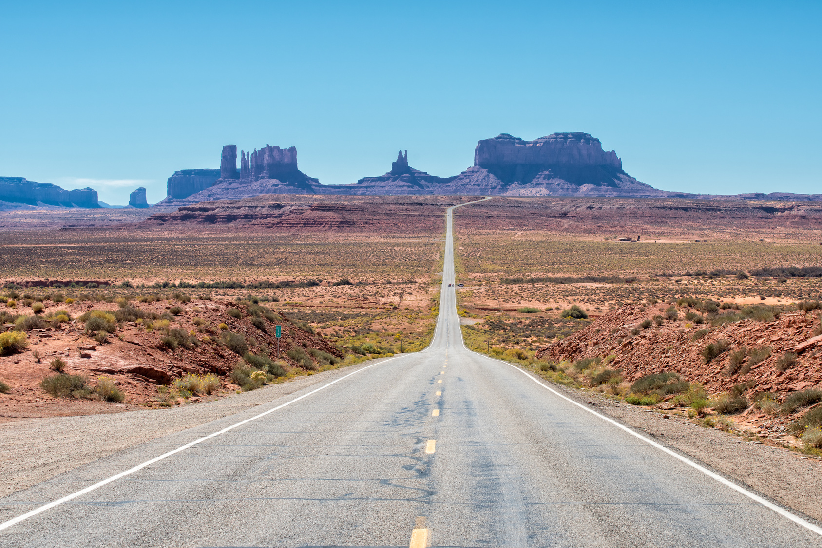 Classic entrance to Monument Valley from Utah